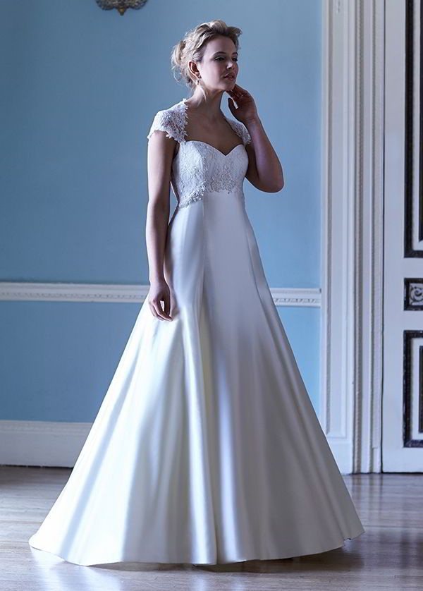 Sassi Holford 2016 : Modern Classics With Romantic Floral ...